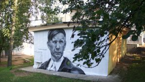 В Витебске рисуют граффити с портретом Василя Быкова
