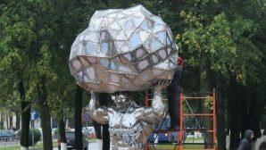 """В Жодино появилась скульптура гиганта, символизирующего """"БЕЛАЗ"""""""