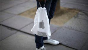"""На открытии магазина Apple в Минске трехдневный запас """"акционных"""" товаров раскупили за несколько часов"""
