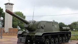 Военные подарили жителям Турова самоходную артиллерийскую установку ИСУ-152