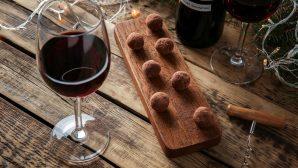Ученые рассказали, почему вино полезно закусывать шоколадом