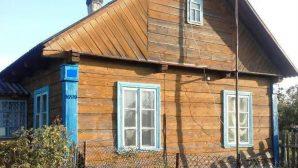 В Щучинском районе при пожаре в доме погиб пенсионер, пока его сын находился на летней кухне