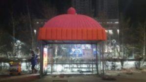 В Астане остановки общественного транспорта «утеплили» вязанными шапочками