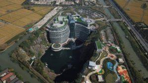 В КНР построили подземный отель в 88-метровом карьере