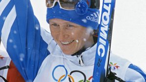 Российская олимпийская чемпионка побила новогодней елкой директора спортшколы