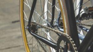 В Минске кража велосипеда из подъезда дома попала на видео