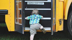В Слуцке 2-летний малыш вылез из коляски и уехал от мамы на автобусе